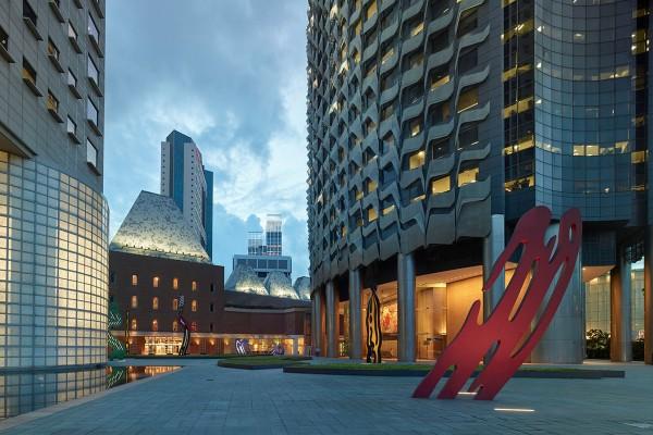 Six Brushstrokes by Roy Lichtenstein   Millenia Singapore